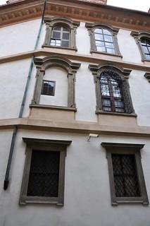 Image of Valdštejnský palác near Malá Strana. geotagged licháokna oknalichá iluzivníokna oknailuzivní geo:lat=50090477089494414 geo:lon=14405793249607086