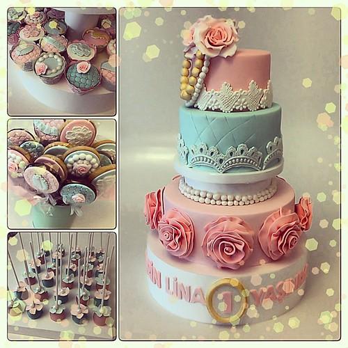 Ecrin Lina 1 Yasında... 3 katlı pasta, 3katli cupcake standı, aynı temadaki kurabiye ve cakepopslari ile cok severek hazırladığımız bir calışma oldu...  #vintage #vintagecupcake #vintagethemedparty #vintagestylecake #1stbirthday #1stbirthdaycakes #1stbir