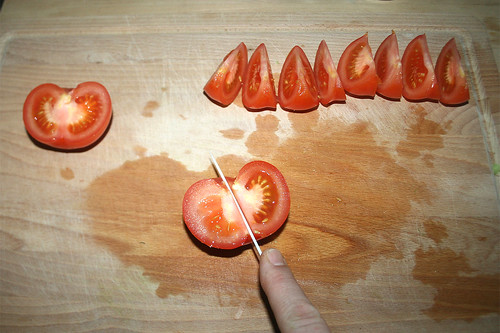 24 - Tomaten achteln / Divide tomatoes into eights