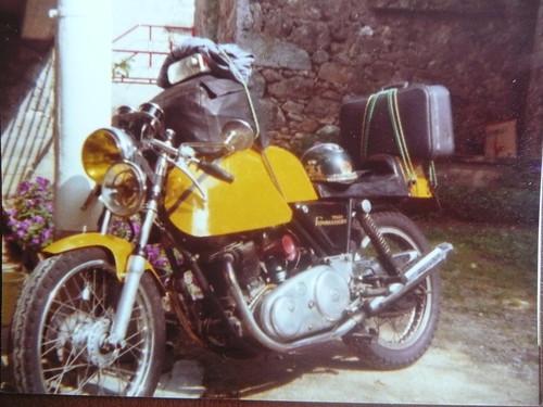 Norton Commando Gus Kuhn de Gali by motosanglaises