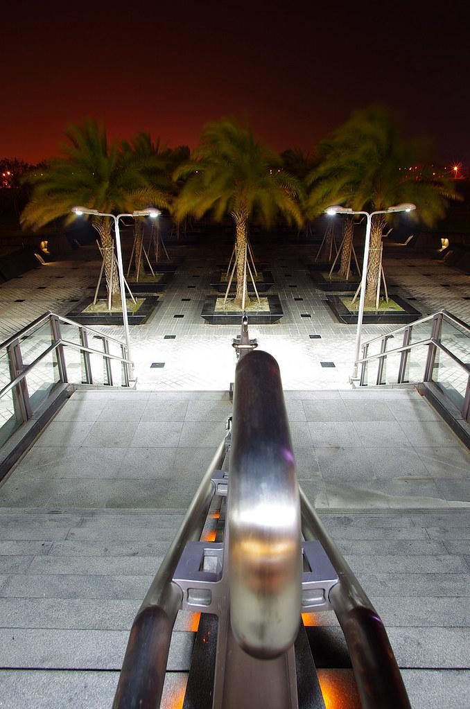 夜。烏日高鐵