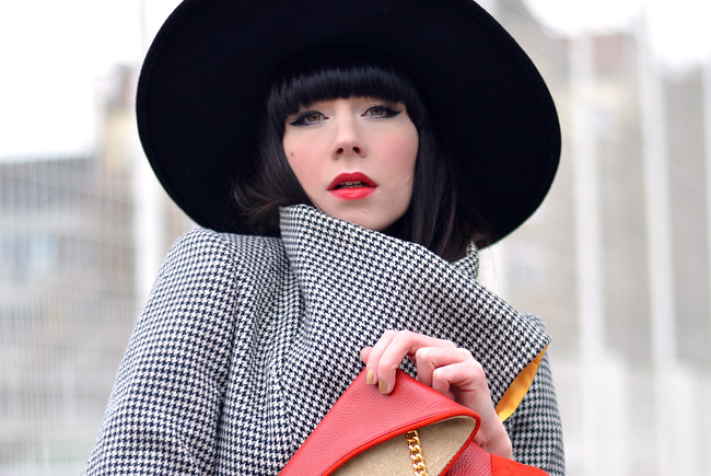 HariTHanD Black Hat Red Clutch Hollywood look Blog 7