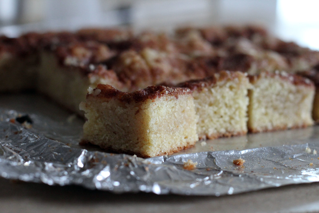 ... cinnamon for gooey cinnamon cake easy gooey cinnamon roll cake recipe