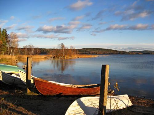 autumn sky lake reflection clouds reflections suomi finland boats evening boat eveningsky jyväskylä jyvaskyla 2007 keskisuomi centralfinland autumninfinland nenäinniemi nenainniemi