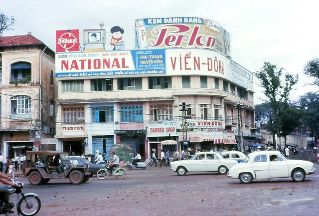 Street Scene Saigon 8-67 - Ngã tư Lê Lợi-Pasteur