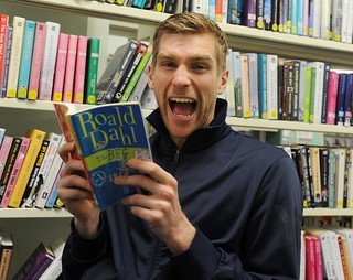 Per Mertesacker Reading Stars