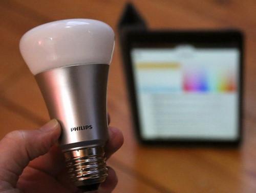 Philips разрешила сторонним разработчикам создавать софт для LED-лампы Hue
