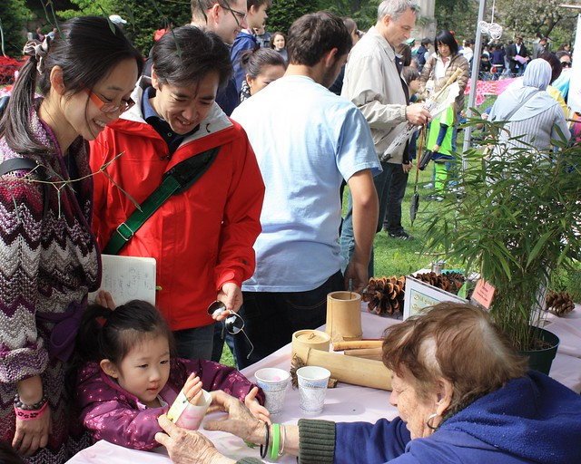 Kids' workshops at Sakura Matsuri. Photo by Jean-Marc Grambert.