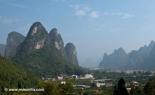 Montañas kársticas y rio LI cerca de Xinping