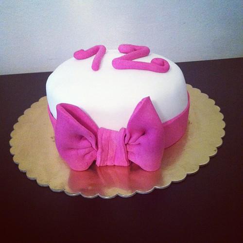 #birthdaycake #ribbon #sugarart #sugarpaste #sekerhamurlupastalar by l'atelier de ronitte