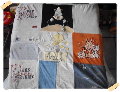 264907eaf3a46 ❤ Sa couverture et ses pyjamas de bébé en une couverture DIY ❤
