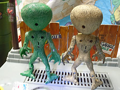 "DOLLAR TREE :: ""ALIEN"" ACTION FIGURE; Green & Tan ix (( 2012 ))"