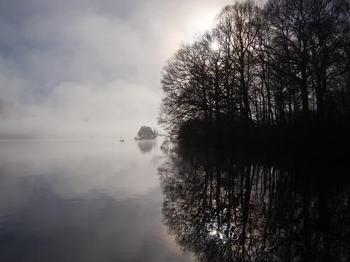 霧立ち込めるウィンダミア湖
