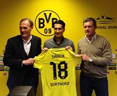Borussia Dortmund (BVB präsentiert Nuri Sahin - und sein neues Trikot mit der Nr. 18