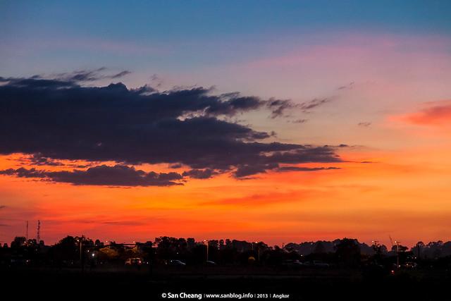 吳哥路上的夕陽