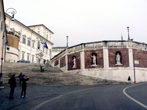 escaliers vers la fontaine de Trevi.jpg