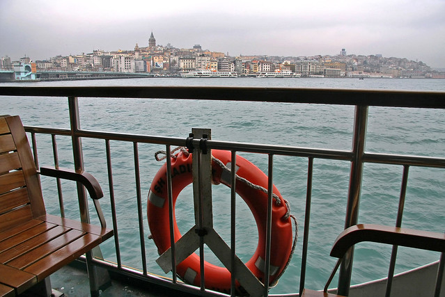 Istanbul city view from the ferryboat, Turkey イスタンブール、フェリーから見た新市街