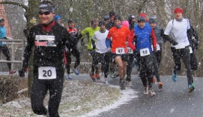 Osecký 1/2maraton 2013: Suverénní Petr Kučera a Jana Dorazilová