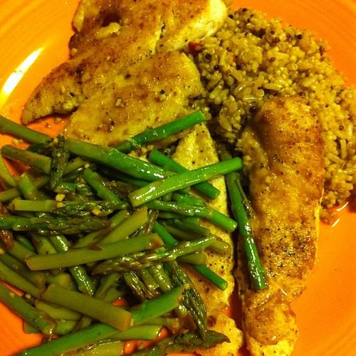 Chicken & Asparagus in White Wine Garlic Sauce {+ Red Pepper Quinoa Blend} #wfd