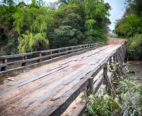 Viejo #puente de #madera sobre el río #Negro, ahí atrás de #Unitán, en #Tirol pueblito querido. #puertotirol #bridge #woodbridge #argentina #igersargentina #igerschaco #igersresistencia #chaco #resistencia #ceroequis  #picoftheday #natgeo #thephotosociety