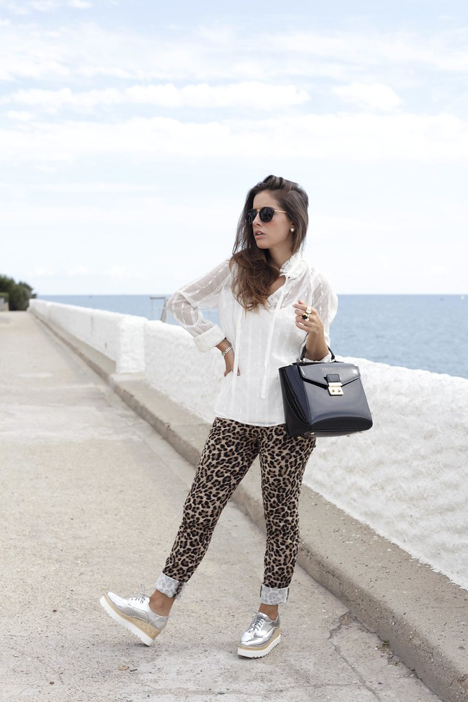 014_Highly_preppy_blouse_and_leopard_pants.