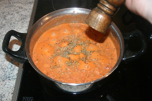 40 - Spaghetti al tonno - Mit Gewürzen abschmecken / Taste with spices