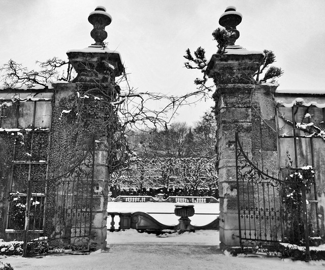 Entering the Mirabell gardens in winter - black and white