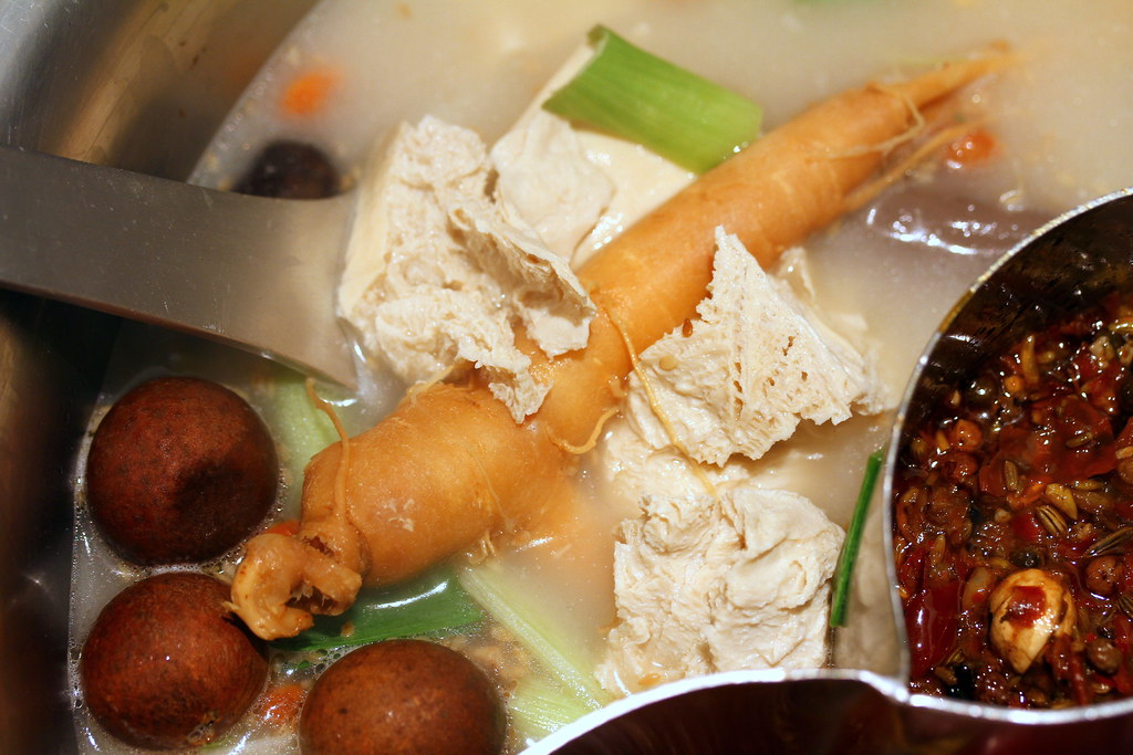 Quan Hotpot: Silkie Fowl Tonkotsu Soup
