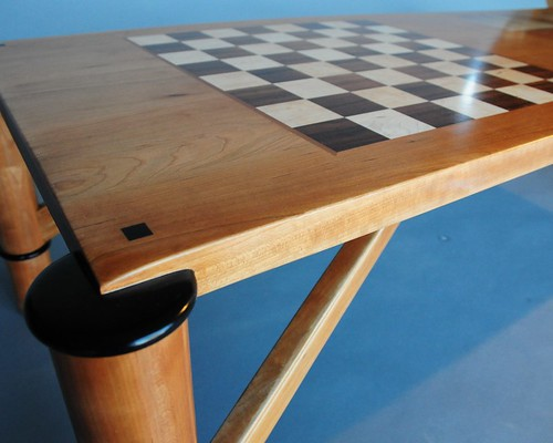 Serranos Game Table