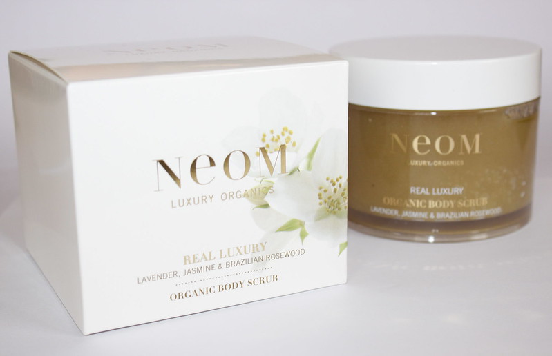 neom real luxury body scrub