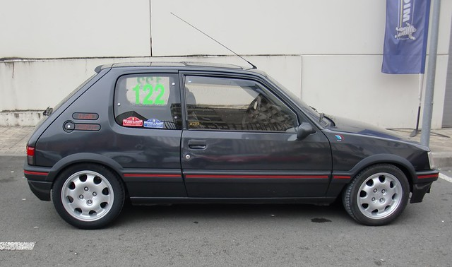 LATERAL 205 GTI