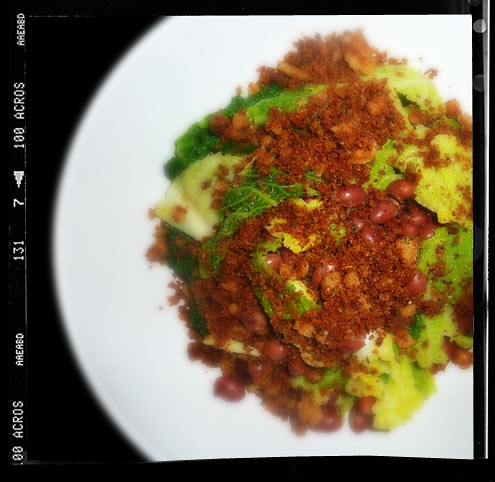 Borlotti beans & savoy cabbage with rosemary breadcrumbs
