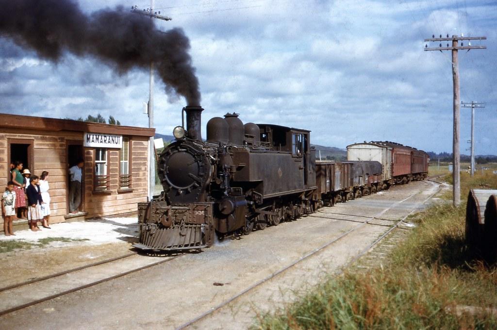 NZR 1958-01-05 Ww556 on 131 arr Mamaranui