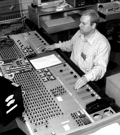 Engineer_at_audio_console_at_Danish_Broadcasting_Corporation