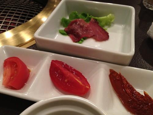 前菜は熟成トマトとビーフジャーキー@格之進R