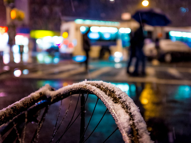 flat_tire_X100s_street_night_snow_031813_8476
