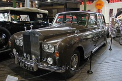 austin fx4(0.0), bentley s1(0.0), mercedes-benz w120(0.0), automobile(1.0), rolls-royce(1.0), rolls-royce phantom vi(1.0), rolls-royce phantom v(1.0), bentley s2(1.0), vehicle(1.0), rolls-royce silver cloud(1.0), antique car(1.0), sedan(1.0), vintage car(1.0), land vehicle(1.0), luxury vehicle(1.0), motor vehicle(1.0),