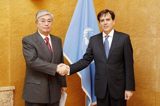 NEW PERMANENT REPRESENTATIVE OF PERU PRESENTS CREDENTIALS TO DIRECTOR-GENERAL OF UNOG