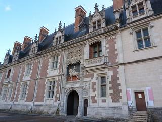 Fachada del castillo de Blois (Valle del Loira, Francia)