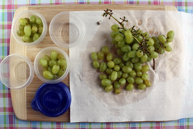 Pack grapes into individual portions