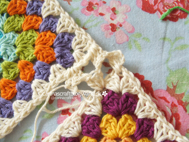 Crochet tutorial: joining granny squares 12