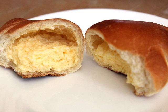 Mini Custard Cream Bun innards