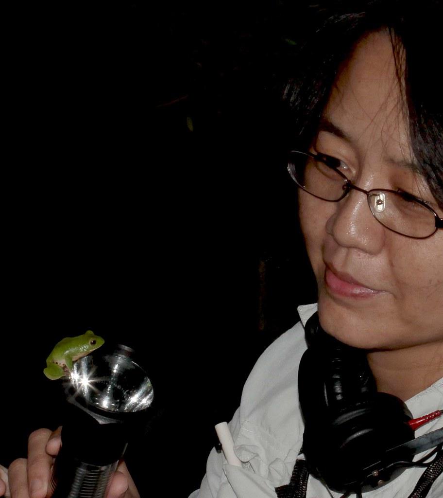 錄音時,與台北樹蛙相見歡!圖片提供:范欽慧。