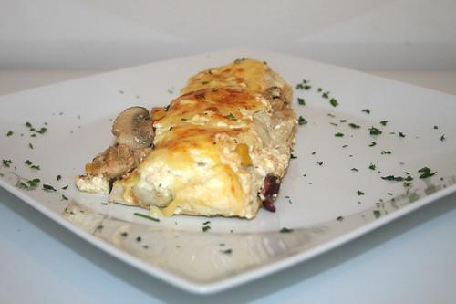 51 - Hähnchen-Tortilla-Auflauf - Seitenansicht / Chicken tortilla casserole - side view