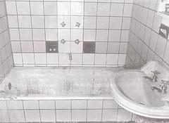 Bañera donde encontraron los cuerpos (archivo policial)