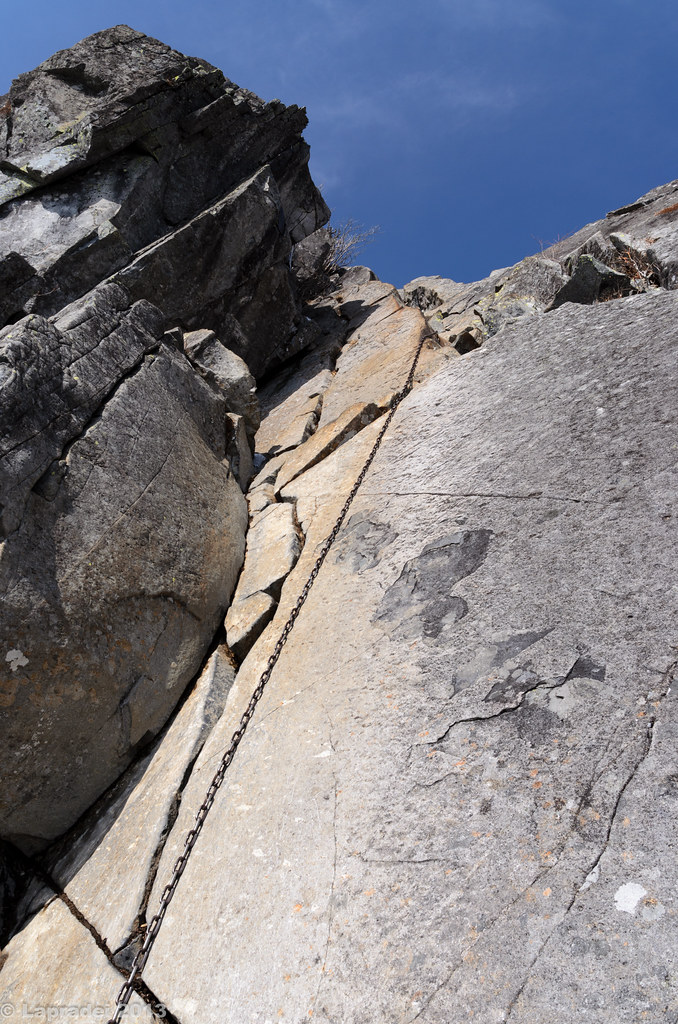 20130303 山頂直下の鎖場