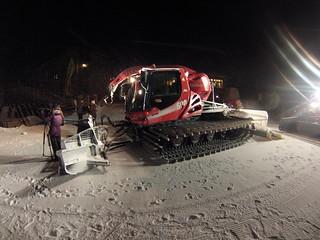 El poder recorrer las pistas de nieve por la noche en una máquina como ésta fue una experiencia increíble antes de una cena de gala. Andorra, #experiencia mucho más que nieve - 8580028307 6ff92c77f1 n - Andorra, #experiencia mucho más que nieve