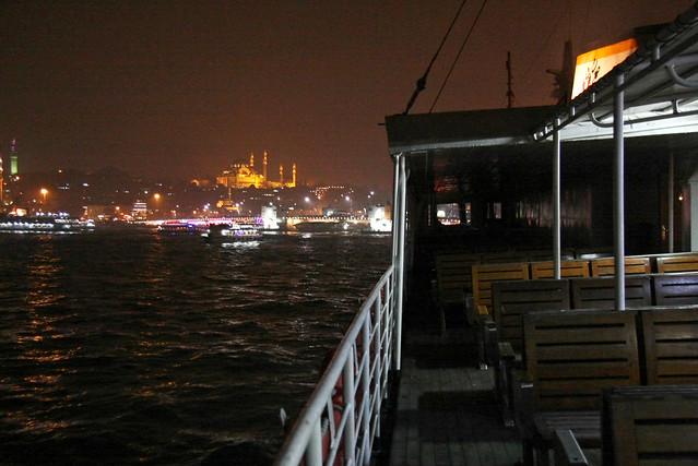 Ferryboat to Eminonu in the night, Istanbul, Turkey イスタンブール、エミノニュへ向かうフェリー