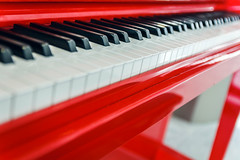 Red Piano - Photo of Tremblay-en-France