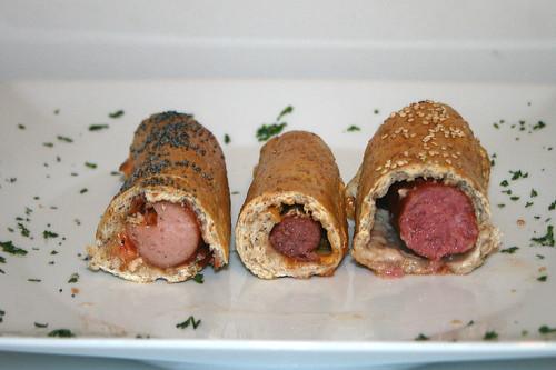 32 - Würstchen im Brotteig / Sausages in bread dough - Querschnitt